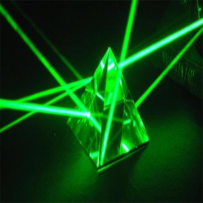 تحقیق در مورد کاربردهای صنعتی لیزر